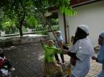Ria dansa lihat Tsanis pegang tongkat